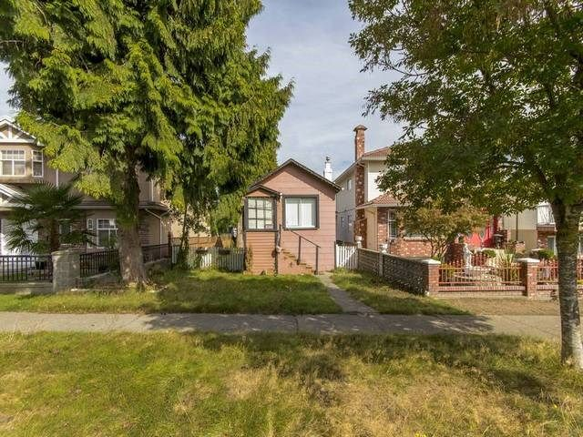 Main Photo: 3123 E 4TH Avenue in Vancouver: Renfrew VE House for sale (Vancouver East)  : MLS®# R2106855