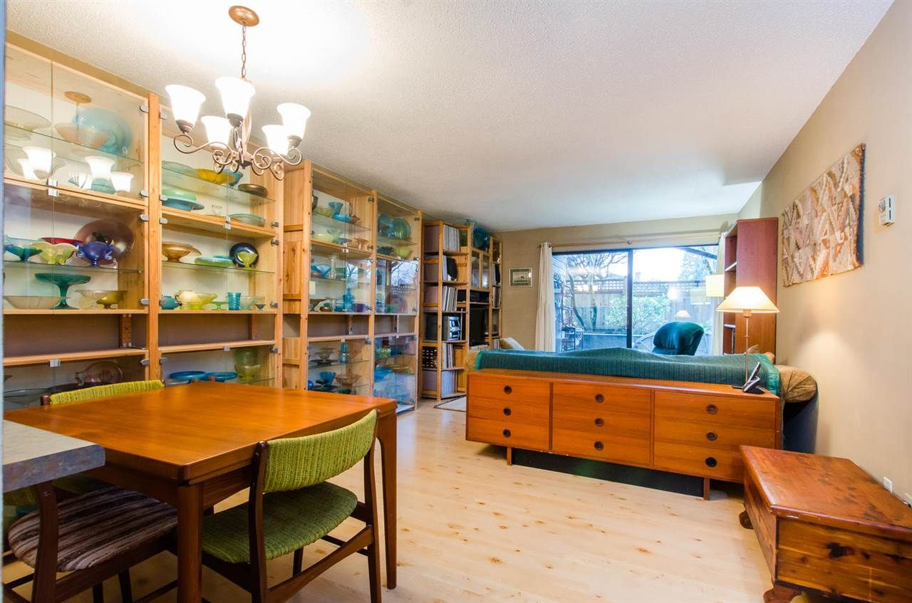 """Main Photo: 112 1990 W 6TH Avenue in Vancouver: Kitsilano Condo for sale in """"Mapleview Place"""" (Vancouver West)  : MLS®# R2023679"""