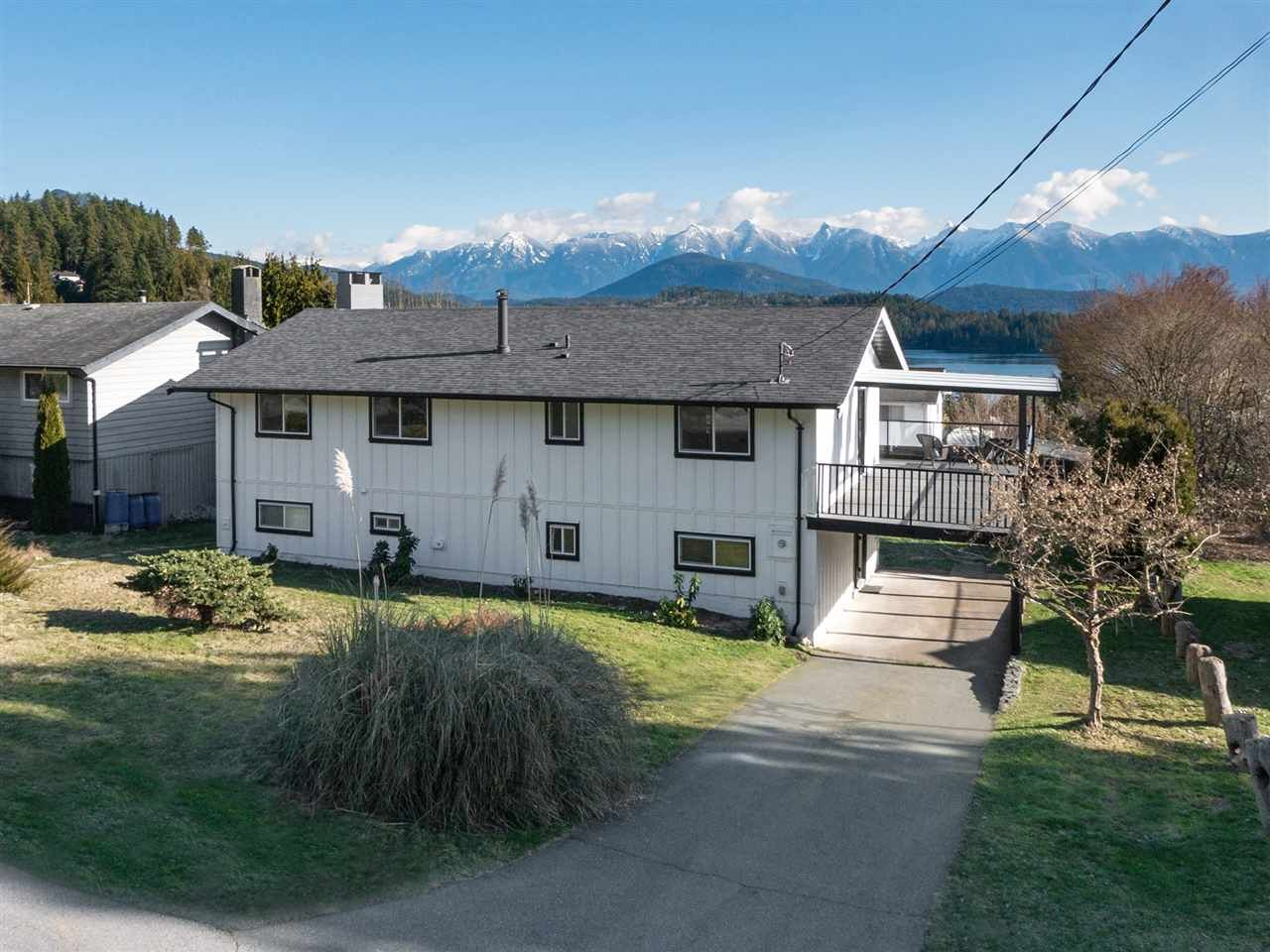 Main Photo: 1508 JOHNSON Road in Langdale: Gibsons & Area House for sale (Sunshine Coast)  : MLS®# R2537727