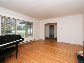 Photo 2: 1660 Earlston Ave in VICTORIA: SE Mt Tolmie House for sale (Saanich East)  : MLS®# 837570