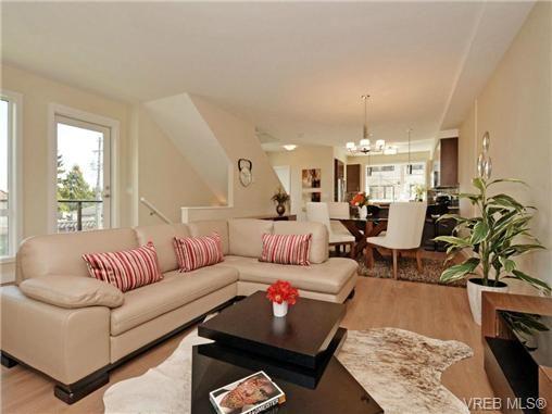 Main Photo: 6 1060 Tillicum Rd in VICTORIA: Es Kinsmen Park Row/Townhouse for sale (Esquimalt)  : MLS®# 714745
