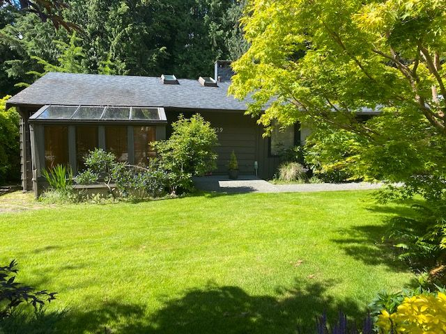Photo 2: Photos: 3929 Sunset Boulevard in North Vancouver: Edgemont House for rent