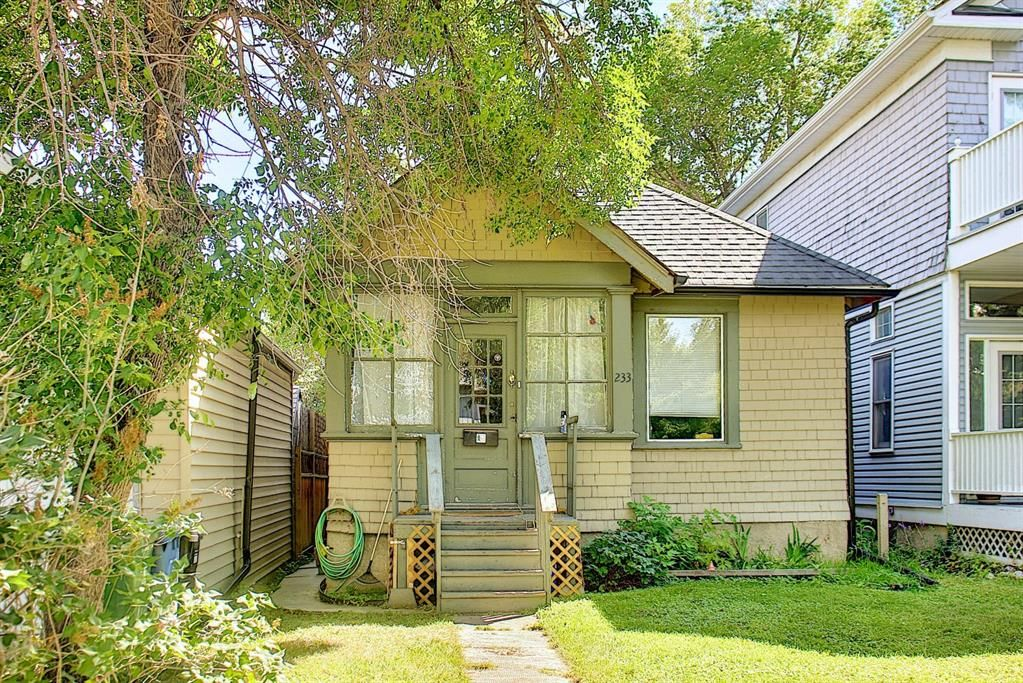 Main Photo: 233 4 Avenue NE in Calgary: Crescent Heights Detached for sale : MLS®# A1140968