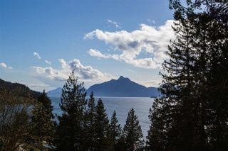 "Photo 3: 818 RAINBOW Lane: Britannia Beach House for sale in ""Britannia Beach"" (Squamish)  : MLS®# R2333772"