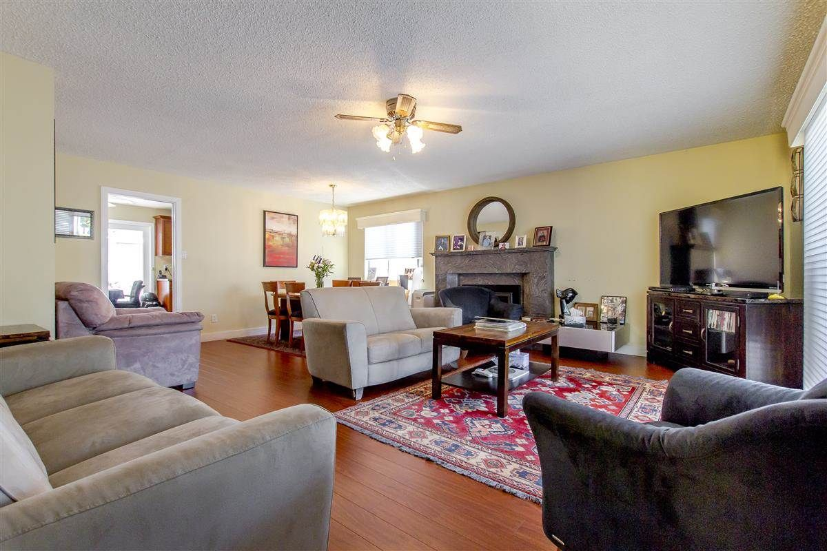 Photo 2: Photos: 5156 ABERDEEN Street in Vancouver: Collingwood VE House for sale (Vancouver East)  : MLS®# R2303162