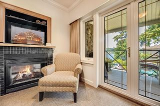 Photo 2: 204 2326 Harbour Rd in : Si Sidney North-East Condo for sale (Sidney)  : MLS®# 880200