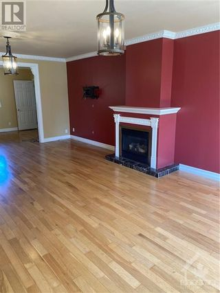 Photo 3: 15 STARWOOD ROAD in Ottawa: House for rent : MLS®# 1265449