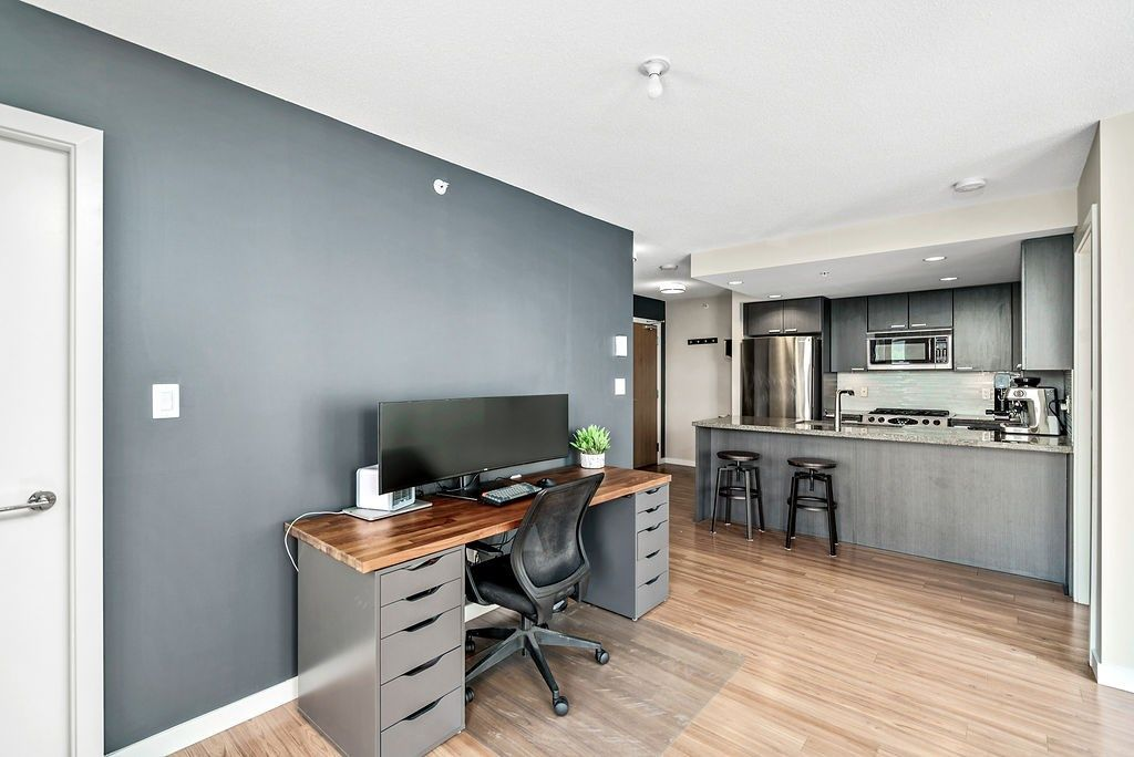 Photo 7: Photos: 402 2232 DOUGLAS ROAD in Burnaby: Brentwood Park Condo for sale (Burnaby North)  : MLS®# R2495564