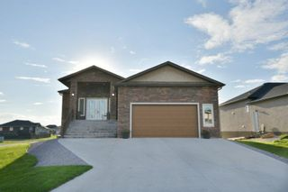 Photo 1: 2 TOWLER Way: Oakbank Residential for sale (R04)  : MLS®# 202107448