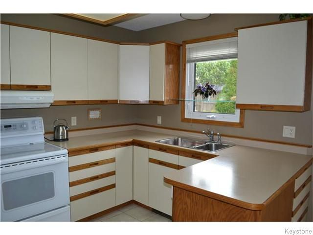 Photo 6: Photos: 27 Woodcroft Bay in WINNIPEG: Maples / Tyndall Park Residential for sale (North West Winnipeg)  : MLS®# 1524460