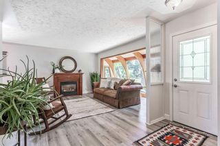 Photo 6: 21 WHITE OAK Crescent SW in Calgary: Wildwood Detached for sale : MLS®# A1026011