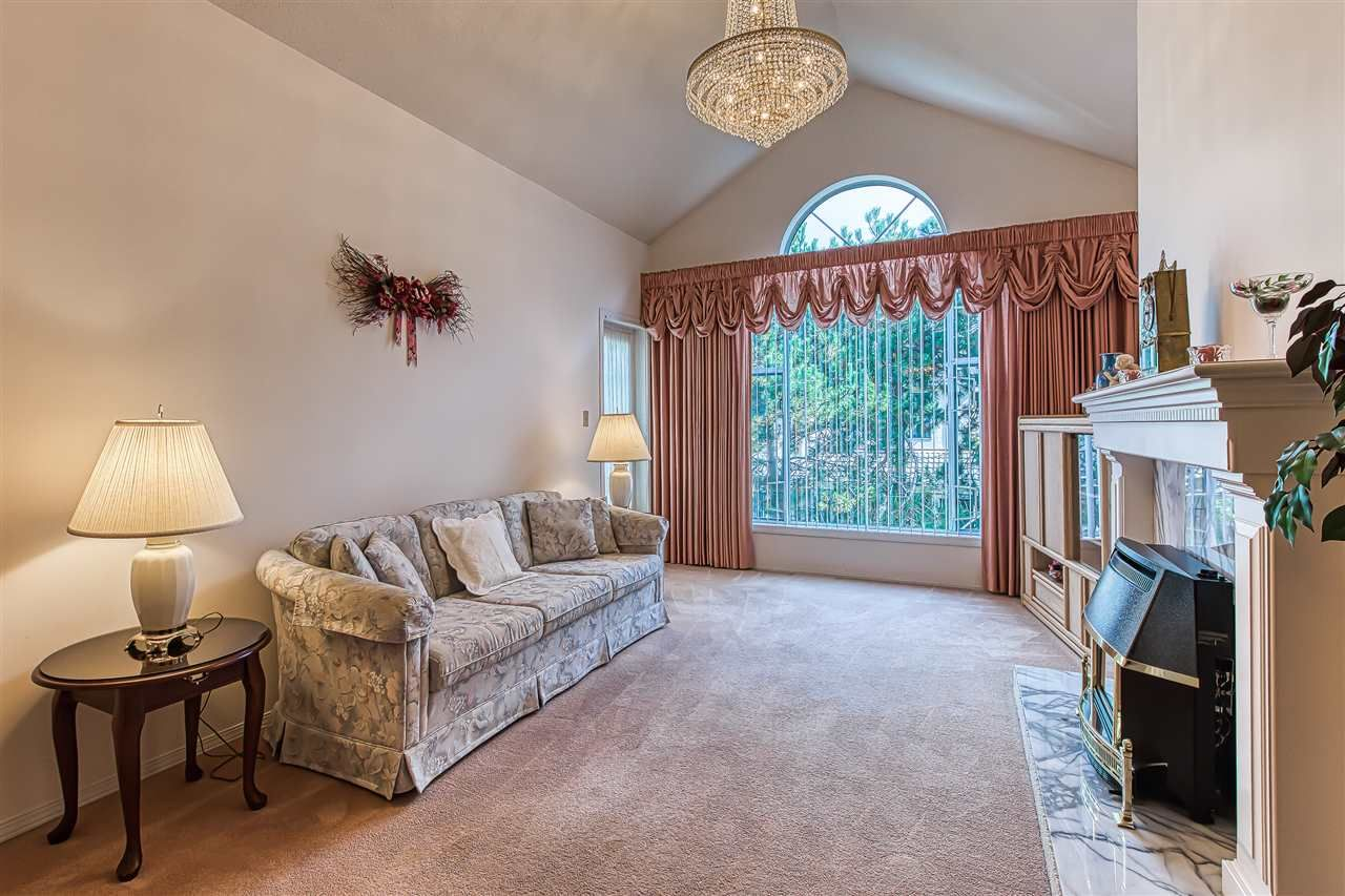 "Main Photo: 310 1150 54A Street in Delta: Tsawwassen Central Condo for sale in ""THE LEXINGTON"" (Tsawwassen)  : MLS®# R2407645"