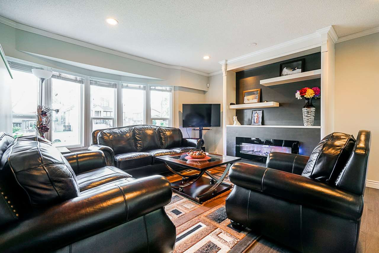 Photo 2: Photos: 12860 CARLUKE Crescent in Surrey: Queen Mary Park Surrey House for sale : MLS®# R2516199