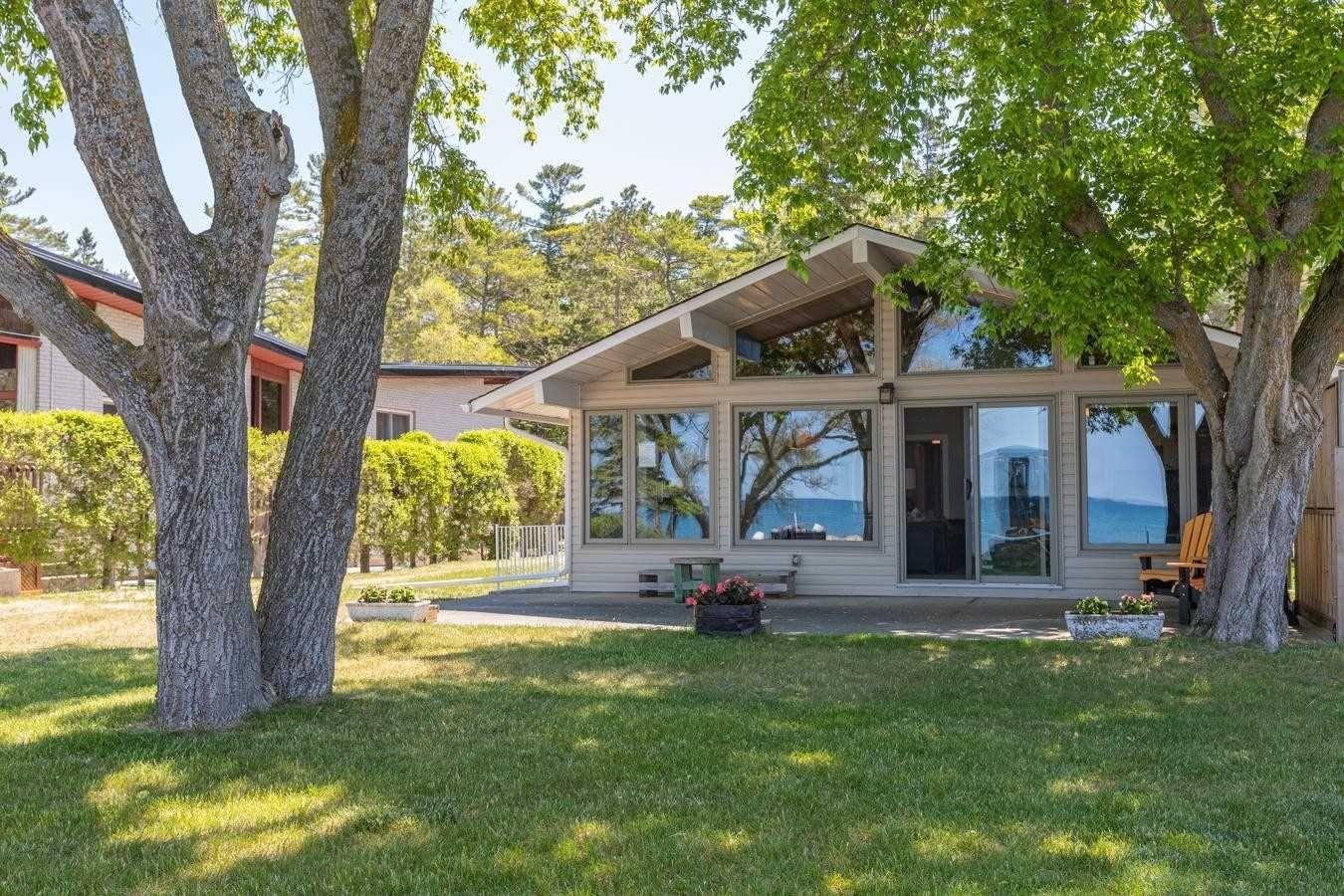 Main Photo: 132 Shore Lane: Wasaga Beach House (Bungalow) for sale : MLS®# S5259310