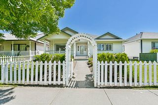 Photo 2: 6572 184 Street in Surrey: Cloverdale BC House for sale (Cloverdale)  : MLS®# R2181959