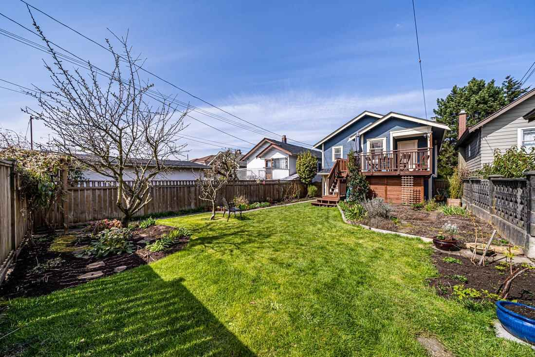 Photo 27: Photos: 2566 DUNDAS Street in Vancouver: Hastings House for sale (Vancouver East)  : MLS®# R2563281