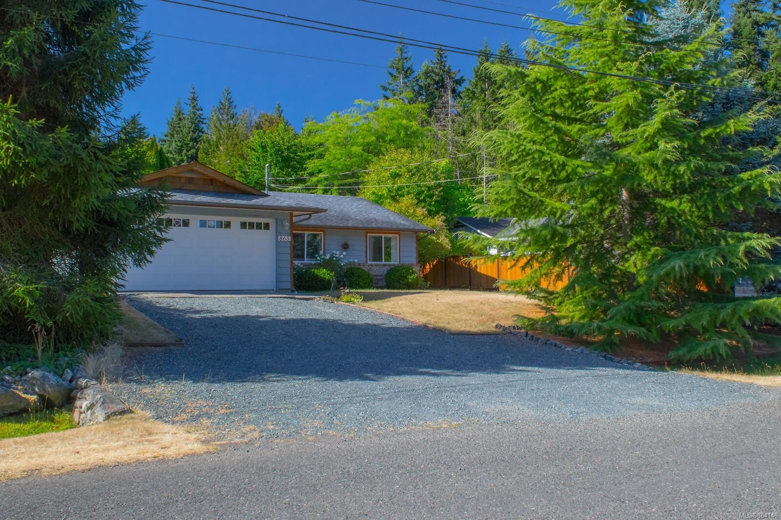 Main Photo: 865 Fishermans Cir in : PQ French Creek House for sale (Parksville/Qualicum)  : MLS®# 884146