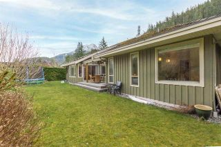 """Photo 2: 158 STONEGATE Drive: Furry Creek House for sale in """"Furry Creek"""" (West Vancouver)  : MLS®# R2610405"""