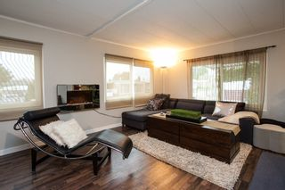 """Photo 2: 1 1840 160 Street in Surrey: King George Corridor Manufactured Home for sale in """"BREAKAWAY BAYS"""" (South Surrey White Rock)  : MLS®# R2041363"""