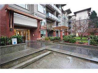 "Photo 3: 119 33539 HOLLAND Avenue in Abbotsford: Central Abbotsford Condo for sale in ""THE CROSSING"" : MLS®# F1430875"