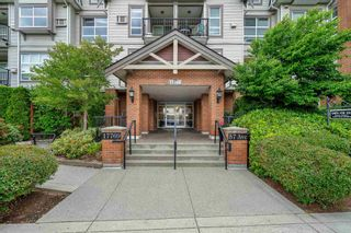 """Photo 4: 416 17769 57 Avenue in Surrey: Cloverdale BC Condo for sale in """"CLOVER DOWNS ESTATES"""" (Cloverdale)  : MLS®# R2601753"""