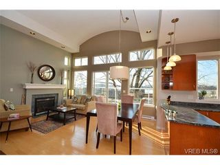 Photo 4: 16 60 Dallas Rd in VICTORIA: Vi James Bay Row/Townhouse for sale (Victoria)  : MLS®# 694479