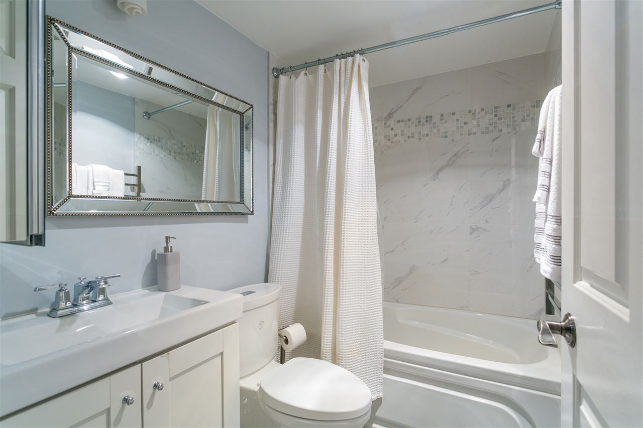 """Photo 11: Photos: 106 2428 W 1ST Avenue in Vancouver: Kitsilano Condo for sale in """"Noble House"""" (Vancouver West)  : MLS®# R2212887"""