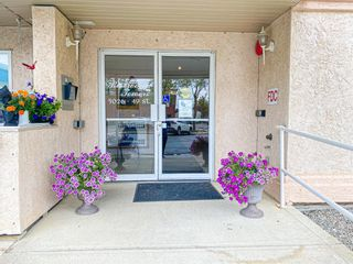 Photo 3: 208 5026 49 Street: Olds Apartment for sale : MLS®# A1138232