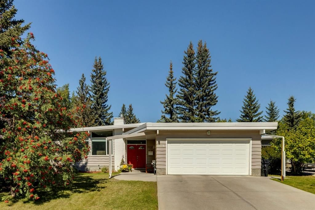 Main Photo: 4 Varslea Place NW in Calgary: Varsity Detached for sale : MLS®# A1145098