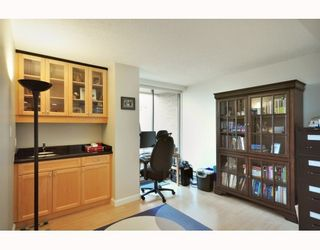 """Photo 5: 1107 1450 PENNYFARTHING Drive in Vancouver: False Creek Condo for sale in """"HARBOUR COVE"""" (Vancouver West)  : MLS®# V810158"""