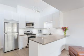 """Photo 10: 311 3875 W 4TH Avenue in Vancouver: Point Grey Condo for sale in """"Landmark"""" (Vancouver West)  : MLS®# R2567957"""