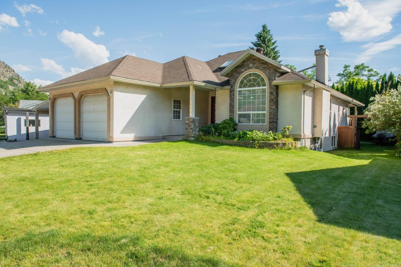 Main Photo: 1040 REGAN CRESCENT in Trail: House for sale : MLS®# 2459302