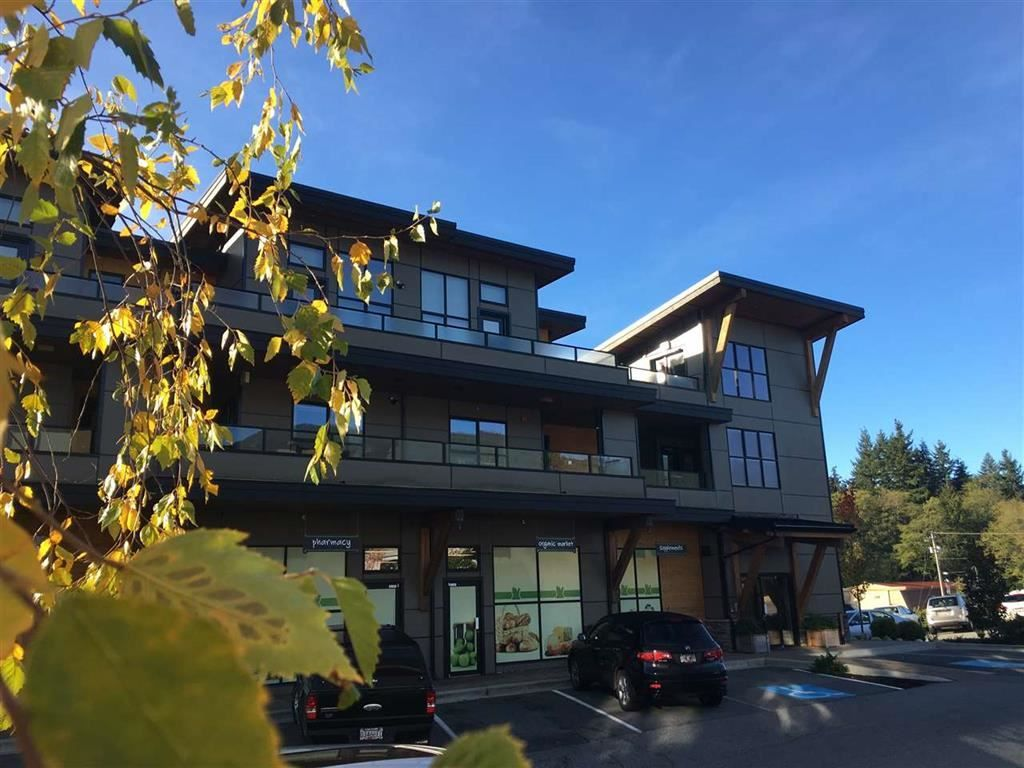 """Main Photo: 202 641 MAHAN Road in Gibsons: Gibsons & Area Condo for sale in """"BLUE HERON VILLAGE"""" (Sunshine Coast)  : MLS®# R2491550"""