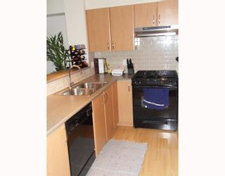"""Photo 2: 204 4783 DAWSON Street in Burnaby: Brentwood Park Condo for sale in """"COLLAGE"""" (Burnaby North)  : MLS®# V808325"""