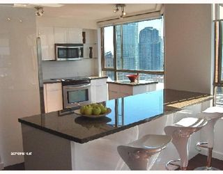 """Photo 4: 1701 888 PACIFIC Street in Vancouver: False Creek North Condo for sale in """"PACIFIC PROMENADE"""" (Vancouver West)  : MLS®# V675304"""