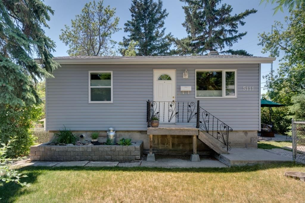 Main Photo: 5111 21 Avenue NW in Calgary: Montgomery Detached for sale : MLS®# A1125320