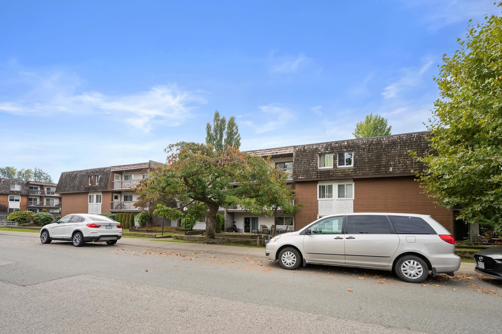 """Main Photo: 313 33850 FERN Street in Abbotsford: Central Abbotsford Condo for sale in """"Fernwood Manor"""" : MLS®# R2624681"""
