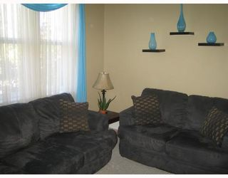 Photo 2: 727 BOYD Avenue in WINNIPEG: North End Residential for sale (North West Winnipeg)  : MLS®# 2716268