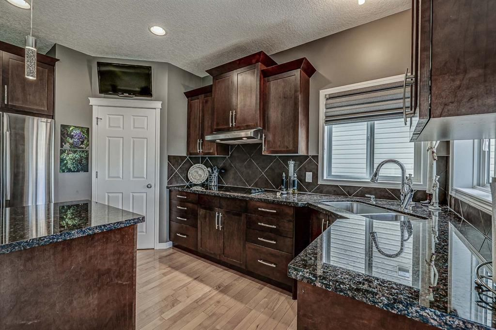 Photo 8: Photos: 66 Everhollow Rise SW in Calgary: Evergreen Detached for sale : MLS®# A1101731