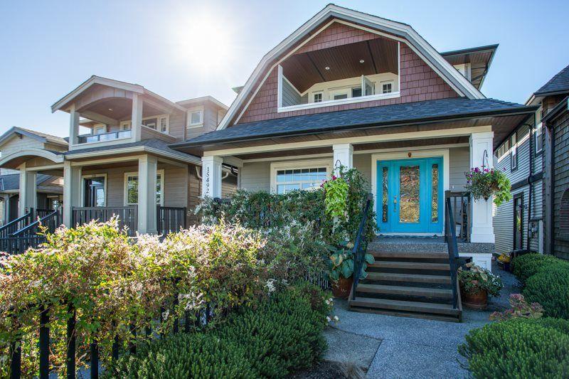 Main Photo: 15492 GOGGS Avenue: White Rock House for sale (South Surrey White Rock)  : MLS®# R2310910
