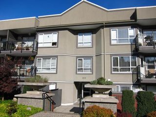 "Photo 1: 314 555 W 14TH Avenue in Vancouver: Fairview VW Condo for sale in ""Cambridge Place"" (Vancouver West)  : MLS®# R2423836"