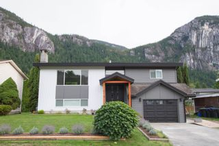 Photo 2: 38148 HEMLOCK Avenue in Squamish: Valleycliffe House for sale : MLS®# R2619810