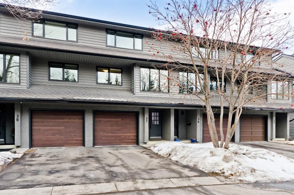 Main Photo: #37 10 Point Drive NW in Calgary: Point McKay Row/Townhouse for sale : MLS®# A1074626
