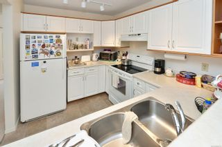 Photo 5: 201 9717 Third St in Sidney: Si Sidney South-East Condo for sale : MLS®# 884173