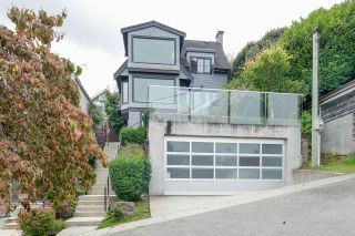 Photo 5: 4584 LANGARA Avenue in Vancouver: Point Grey House for sale (Vancouver West)  : MLS®# R2526134