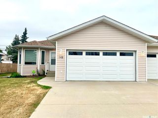 Photo 1: 142 16th Street in Battleford: Residential for sale : MLS®# SK864501