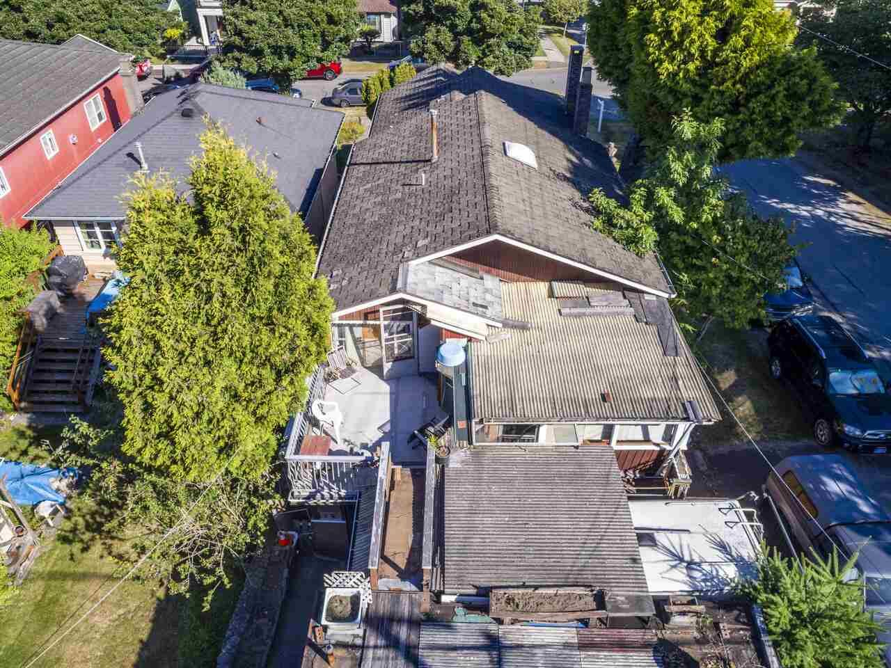 """Photo 6: Photos: 2796 E 4TH Avenue in Vancouver: Renfrew VE House for sale in """"Renfrew Heights"""" (Vancouver East)  : MLS®# R2496647"""