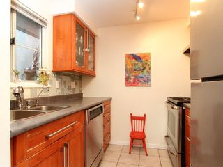 "Photo 8: 16 877 W 7TH Avenue in Vancouver: Fairview VW Townhouse for sale in ""THE EMERALD"" (Vancouver West)  : MLS®# V978833"