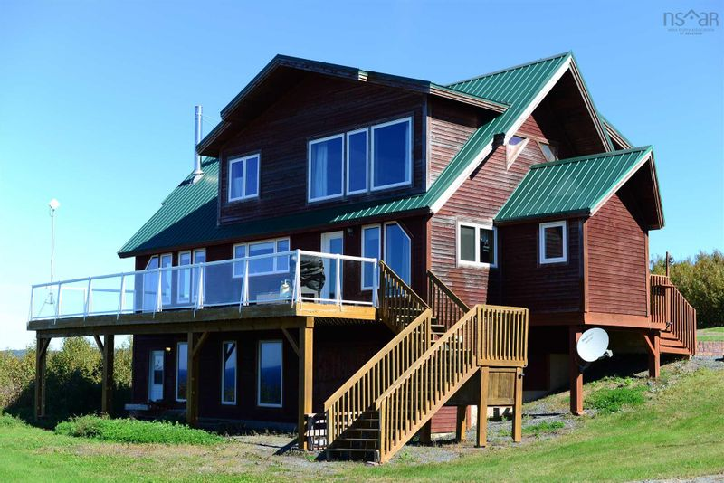 FEATURED LISTING: 38 Barnacle Road Livingstone Cove