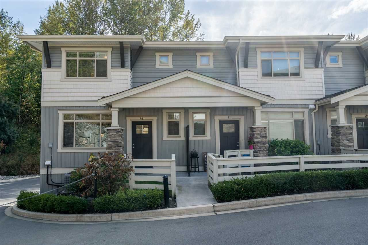 "Photo 1: Photos: 42 34230 ELMWOOD Drive in Abbotsford: Central Abbotsford Townhouse for sale in ""TEN OAKS"" : MLS®# R2501770"